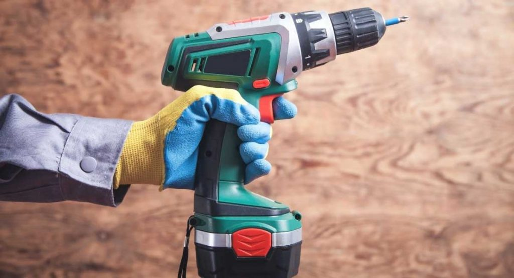 6 Best Cordless Tools for Contractors