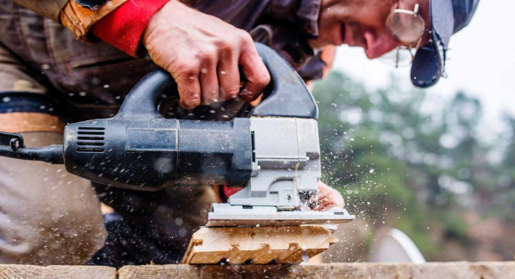 PSI woodworking products - image of a man using a PSI jigsaw