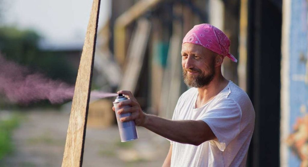 A Complete Guide to Buying the Best Spray Paints for Wood