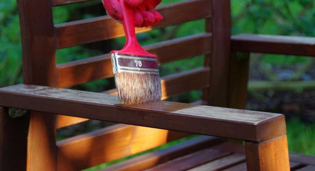 Guide to the Best Oil for Dry Wood Furniture