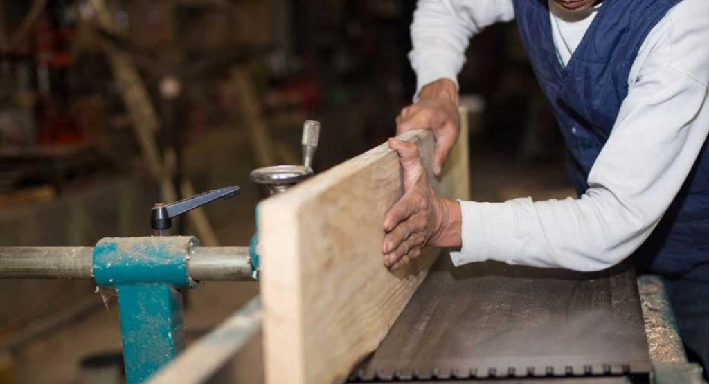 How to Dry Wood Fast for Woodworking and the Best Results