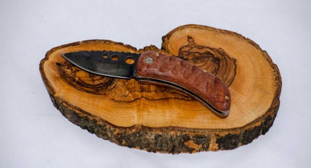 The Best Pocket Knife for Wood Carving